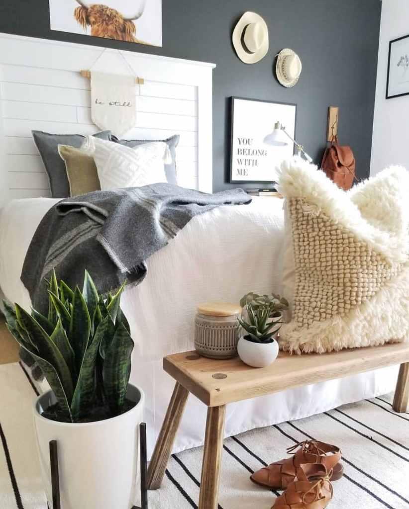 Minimalist bedroom hygge