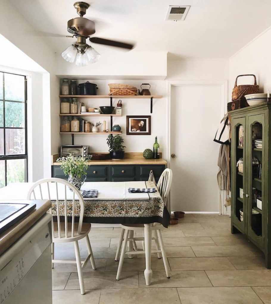 Minimalist living. Clear the clutter
