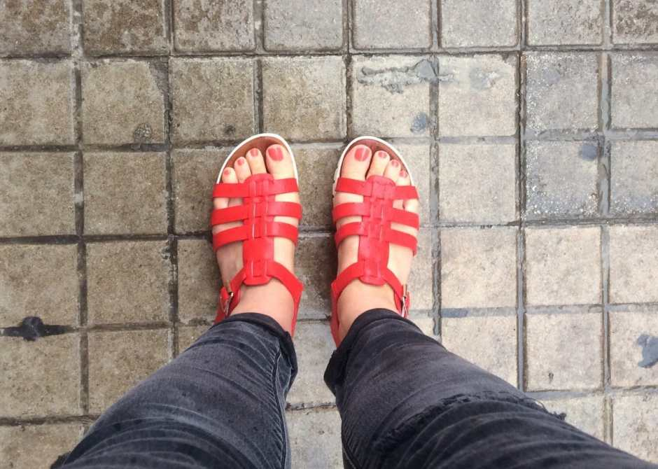 red sandals red nail polish black jeans